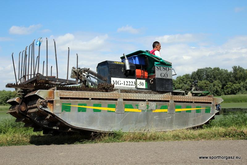 Hínárkaszálás a Tisza tavon